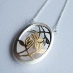 ONE DAY SOONE Oval pendant